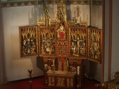 alteret i kirken